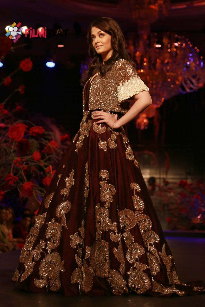 Aishwarya Rai Ramp Walk Wallpapers For Desktop