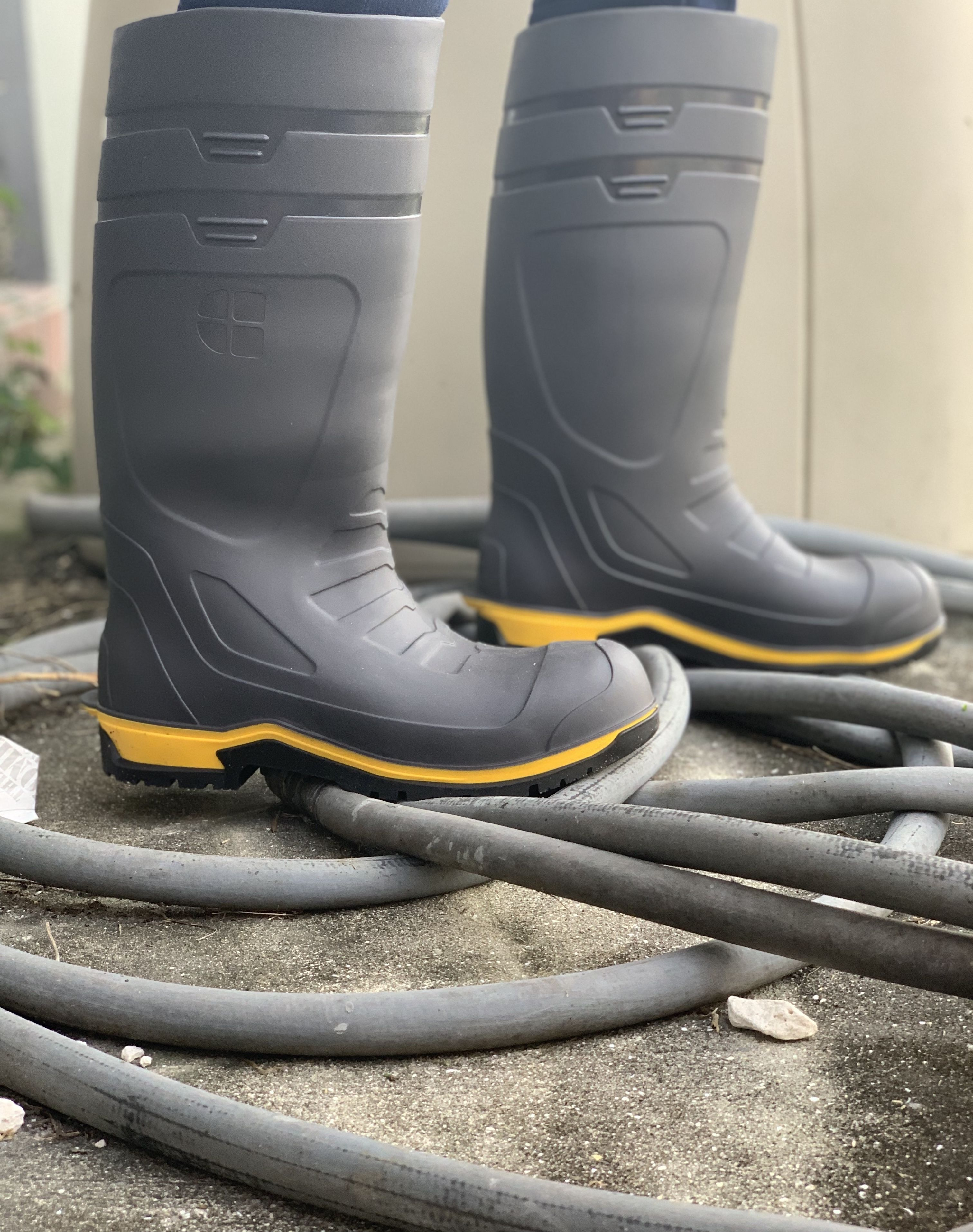water resistant boots for work