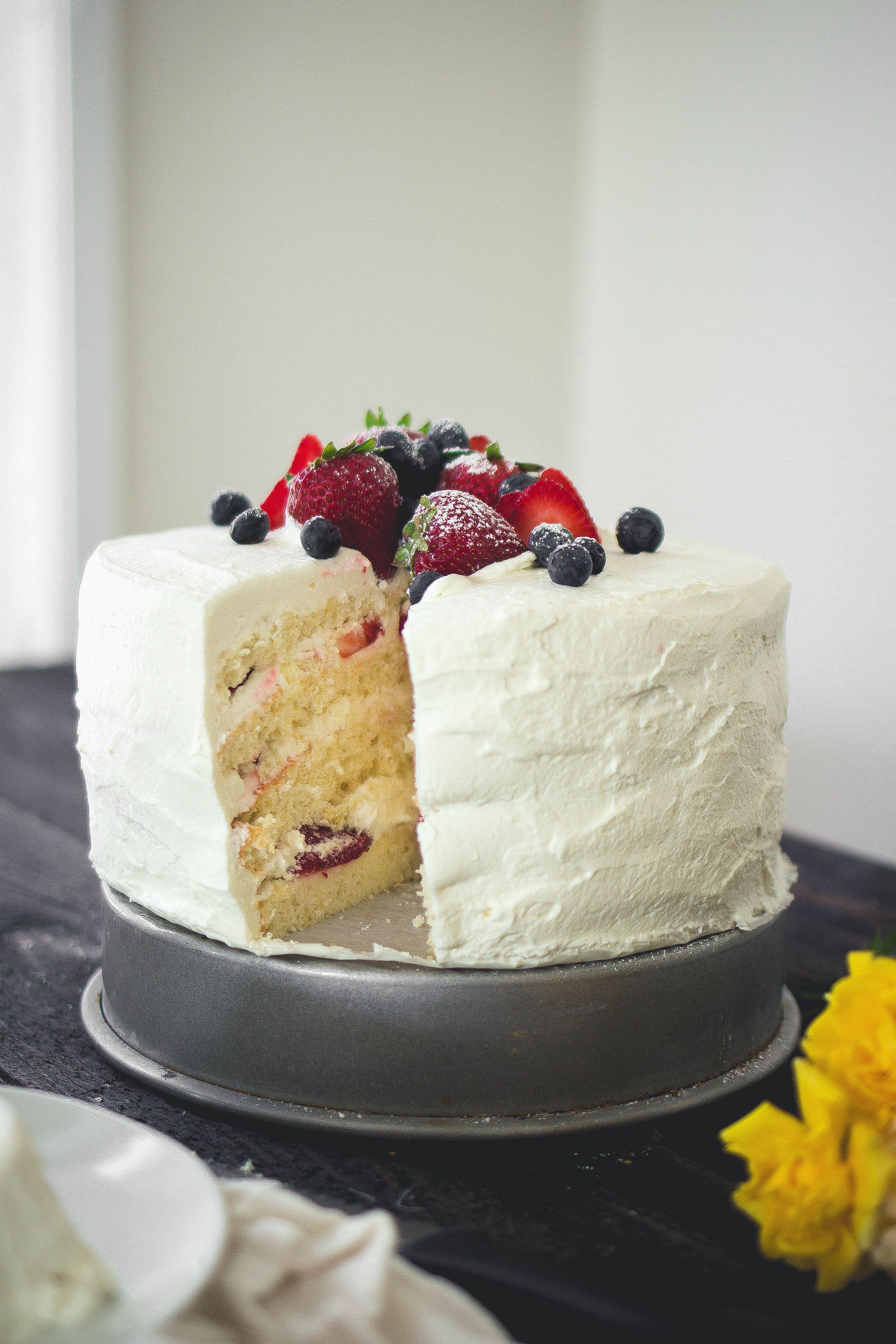 Sponge Saeng Cream Fruit Cake