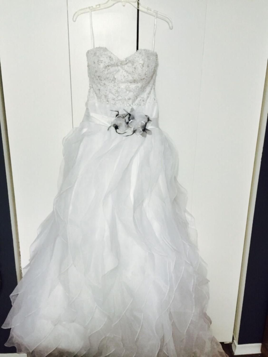 Euc Stella York Wedding Gown Size 10 Price Drop Now 200 As Is Without Professional Cleaning Wedding Gown Sizes Stella York Wedding Gowns Ball Gown Dresses
