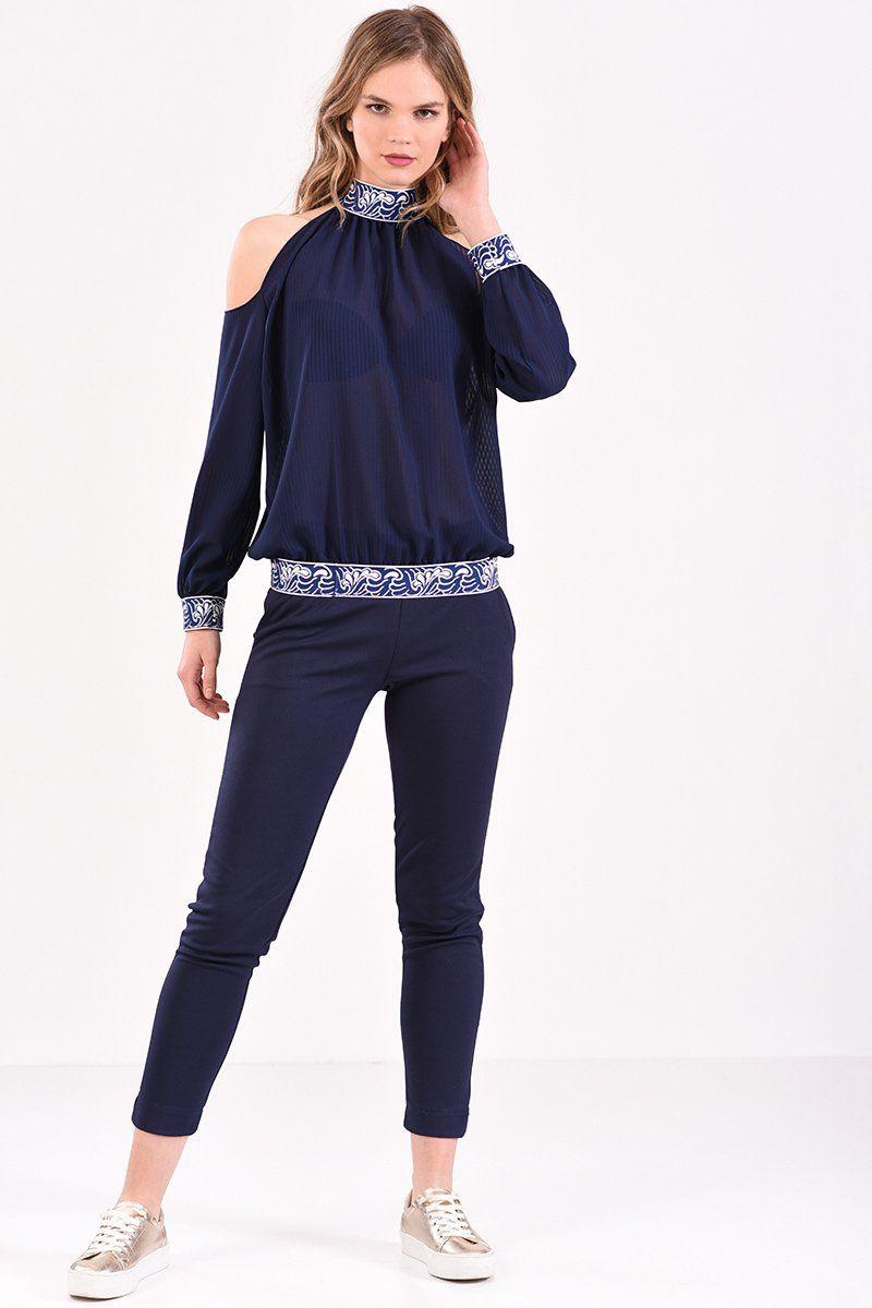 b6e1878f003a Μπλούζα με έξω ώμους και λάστιχο εμπριμέ σε μπλε χρώμα