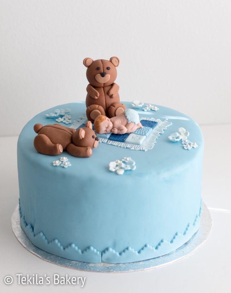 Cake for baby boy with teddy bears and flowers. www.tekila.fi