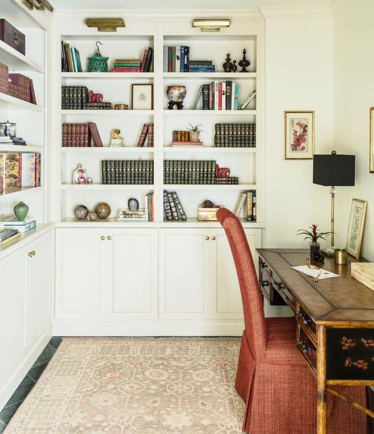 Spending more time in your home office? We are too!   The first step in building a comfortable office is getting comfortable furniture. You'll spend long hours at your desk and your computer; the right equipment can make all the difference in improving productivity and comfort.  📸: @saraessexbradley #interiordesign #design #susancurriedesign #inspire #luxuryliving #houseenvy #neworleansinteriors #neworleansinteriordesign #nolainteriordesigner #interiordesigninspiration #interiordecor