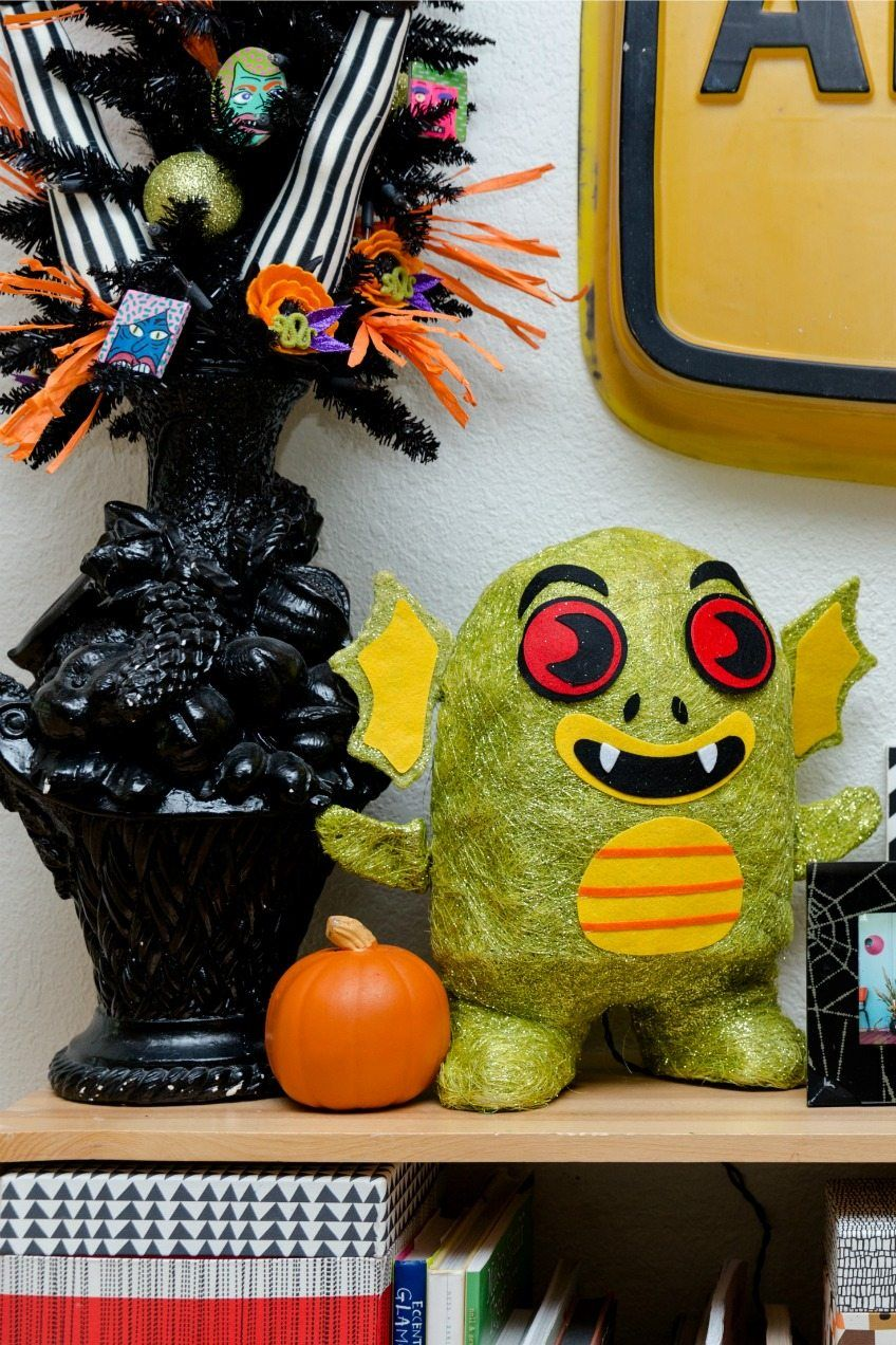 Halloween decorations by Jennifer Perkins Things to make - Pinterest Halloween Decorations