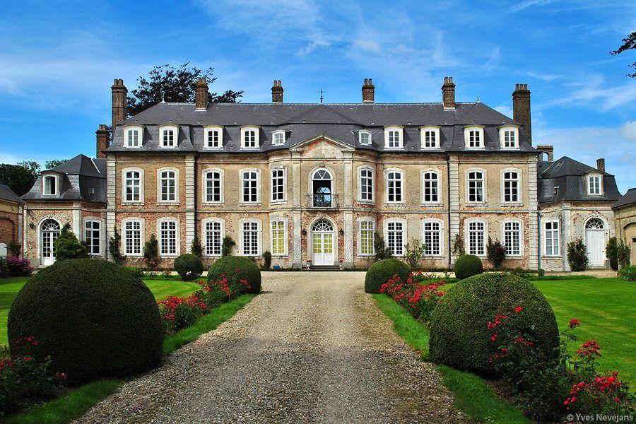 Le Château de Recq, à Recques sur Course (Pas de Calais, Pays du Montreuillois) FRANCE  : Château du XVIIIe-XIXe siècle inscrit sur la liste des Monuments Historiques depuis 1986.