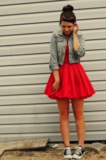 Como Usar Las Converse Fotos De Los Looks Vestidos Con Tenis Vestidos Con Converse Vestidos Color Rojo