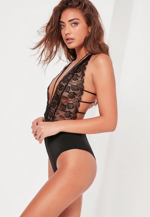 Lingerie modello nudo
