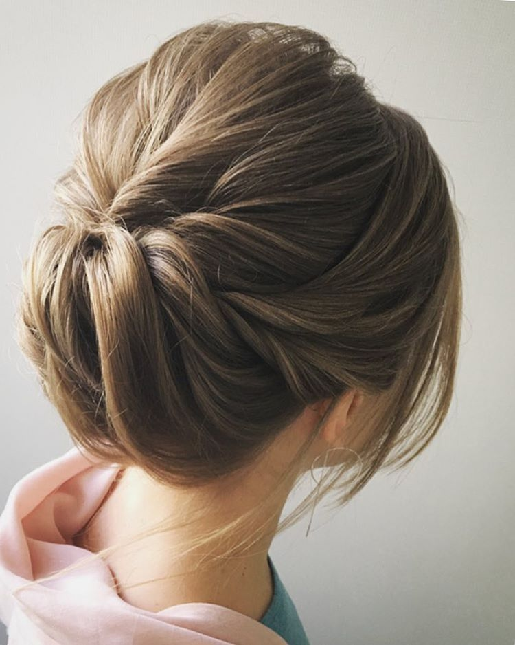 Simple wedding updo hairstyle | fabmood.com #weddinghair #updos #hairstyles #bridalhair #upstyle #weddinghairdos