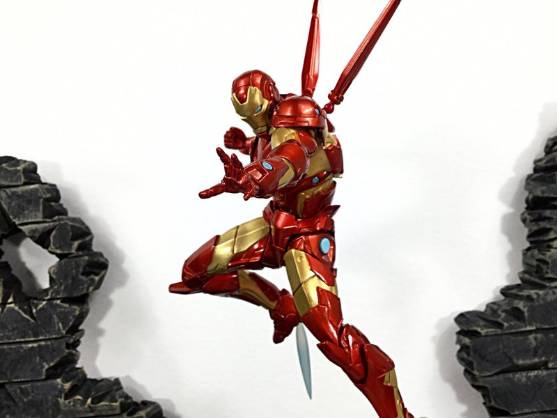 Amazing Yamaguchi Revoltech No 013 Bleeding Edge Iron Man Figure Review And Images Male Figure Iron Man Figurative Sculpture