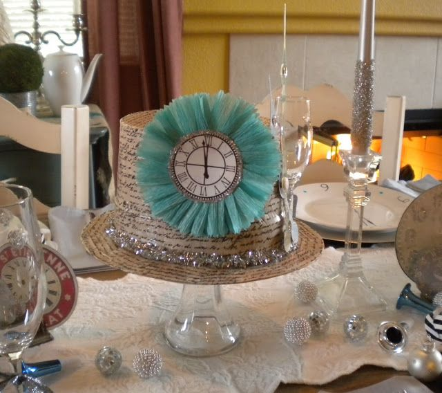 Shabby Brocante | New year table, Paper hat, New years party