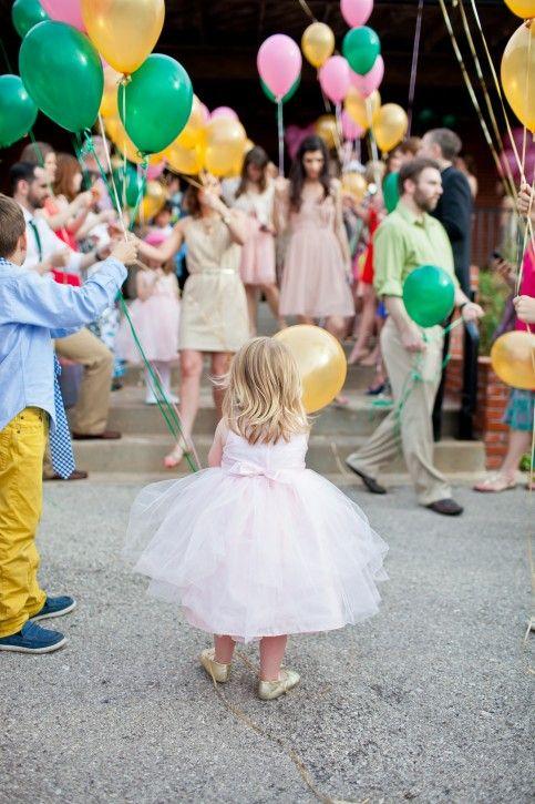 Oh sweet balloon girl.  Franklin Wedding | Deisy Photo