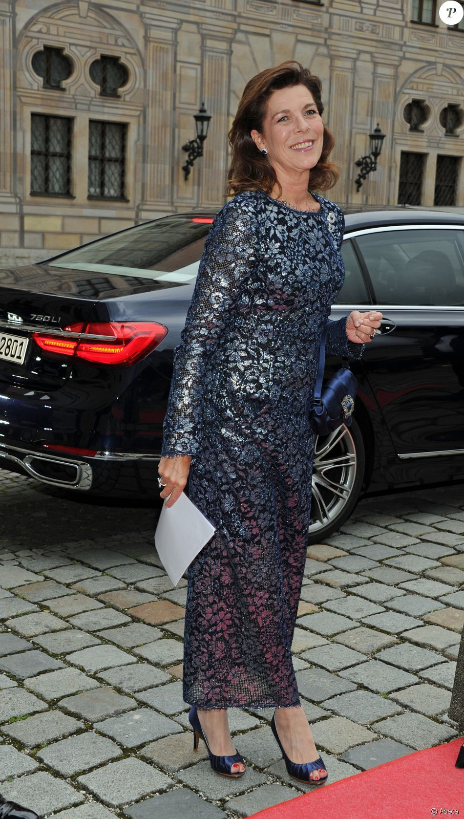 5409fcd7ad La princesse Caroline de Hanovre prenait part le 14 juin 2016 à un dîner de  gala au profit de l AMADE et de la Fondation Roland Berger à la résidence de  ...