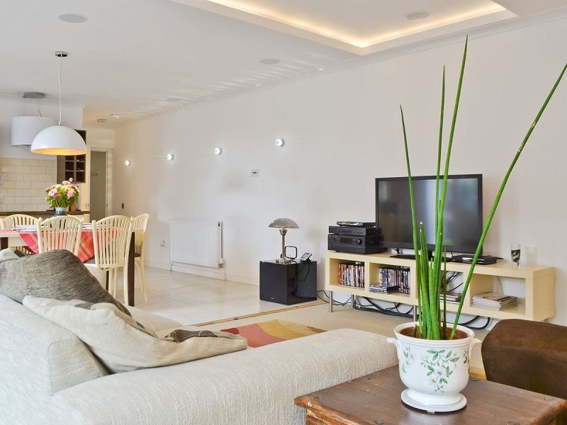 Specialist in lighting design audio visual and home automation