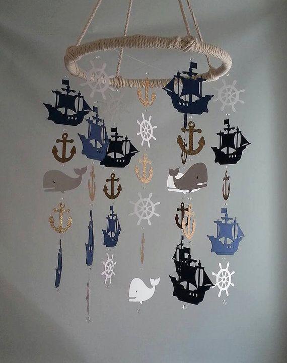 Paillettes d'or marine blanc Pirate nautique navire baleine barre ancre Adorable nautique voilier Pirate mer océan bébé Mobile
