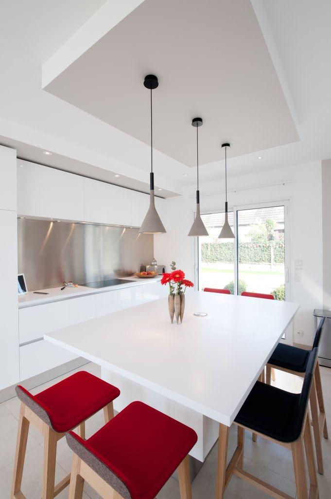 Cuisine Armony Blanc Par L Architecte Decoratrice D Interieur Severine Kalensky Cuisine Moderne Par La Cuisine Dans Le Bain Sk Concept Moderne En 2020 Cuisines Design Cuisine Moderne Decoration Maison