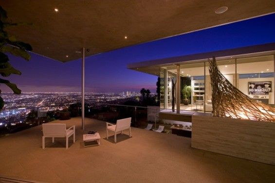 Luxury house with amazing panoramic view of Los Angeles