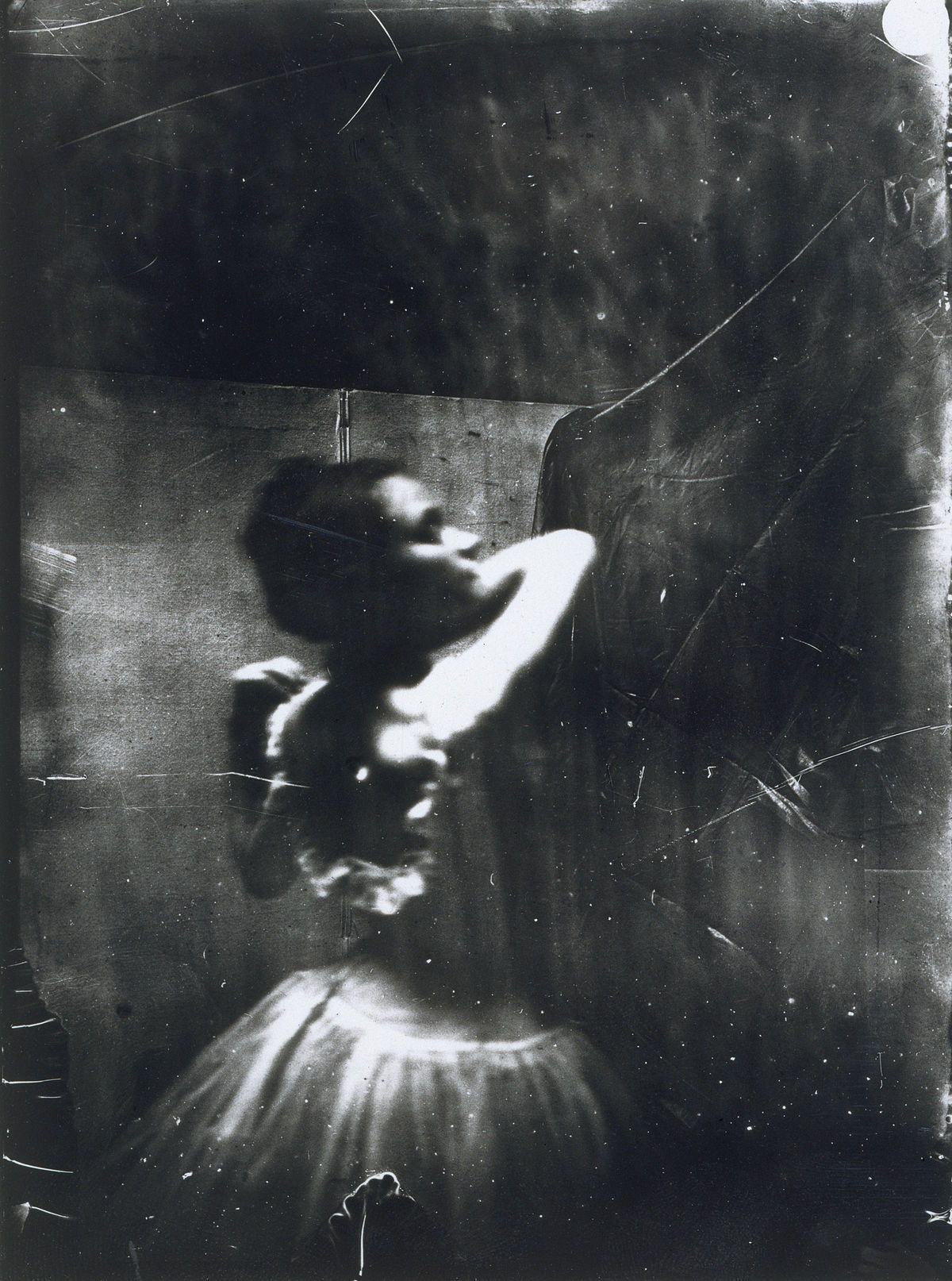 Edgar Degas, Dancer adjusting her shoulder strap, 1895