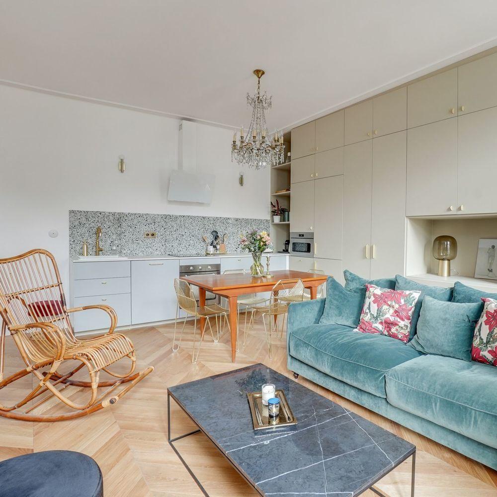 Appartement Paris 2 un 50 m2 délabré rénové dans le