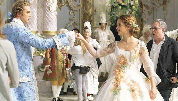 Beauty And The Beast Dan Stevens Emma Watson Behind The Scenes Beautya Beauty And The Beast Movie Beauty And The Beast Disney Beauty And The Beast