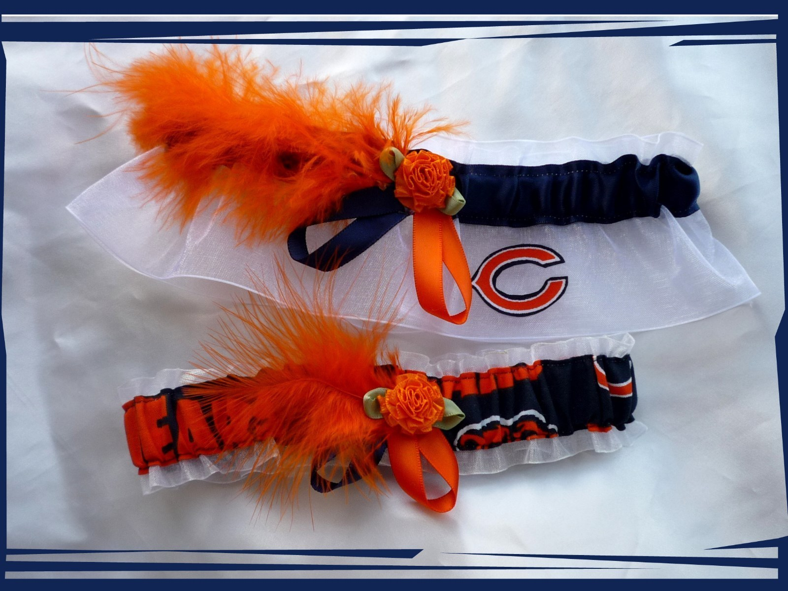 24.99$  Buy now - http://vizsm.justgood.pw/vig/item.php?t=f3yq7o7941 - Chicago Bears White Organza Fabric Feathers Wedding Garter Set