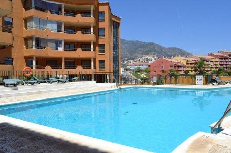 Apartamento en Fuengirola. 77 m2, 2 habitaciones y 1 baño. Con garaje, terraza con vistas al mar, jardín y piscina.  Apartment in Fuengirola. 77 m2, 2 bedrooms & 1 bathroom. With garage, terrace, sea view, garden & swimming pool. 113.439 €.