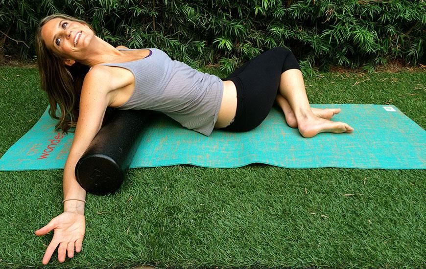 Look Taller and Feel Thinner in 5 Moves Foam rolling