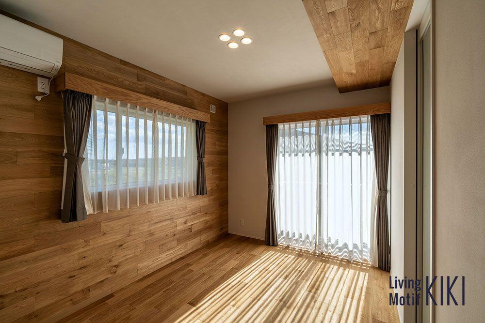 床材を壁や天井にまで施工したというケースです 部屋全体の一体感が