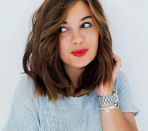 20 Cute Medium Short Haircuts