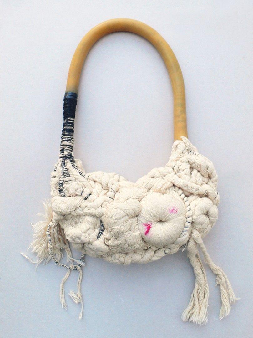 "Beatrice Brovia, Sverige. Halsband ""Binding Works II"", 2010. Bomullstråd, bindningstråd, latexslang, oxiderat silver, magneter."