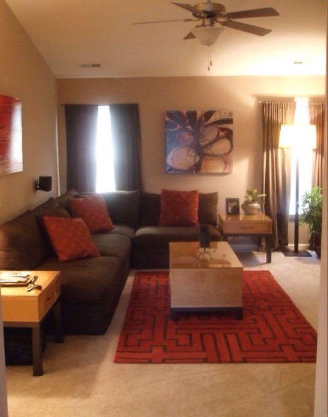 Moderne Wohnzimmer Braun Couch Wohnzimmer Ein casual Wohnzimmer ist ...