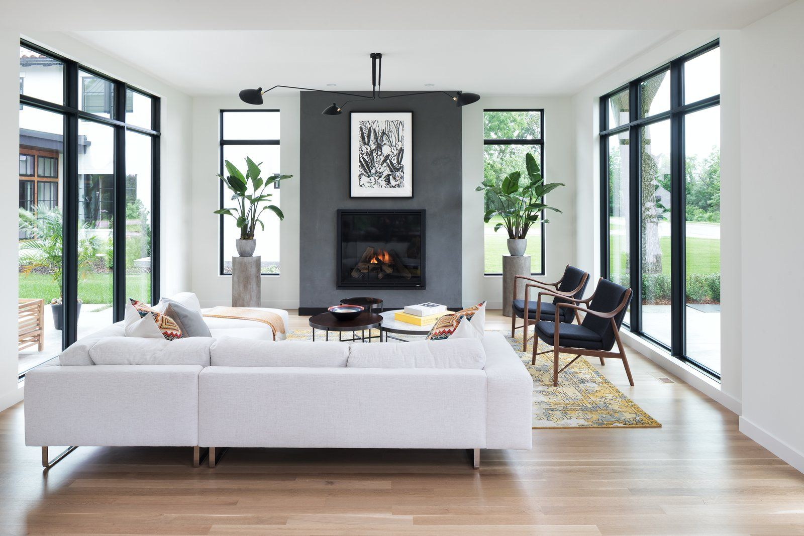 5 Homes With Cozy Modern Fireplaces Modern Contemporary Li