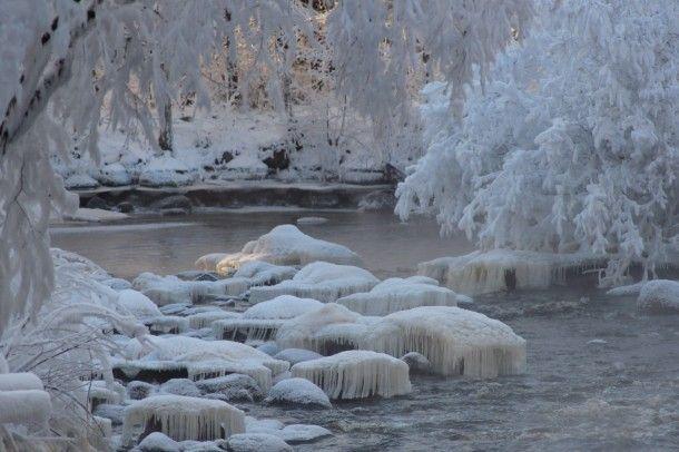 Winter Magic, Finnish Nature. Kuva: Reijo Jalava  Kirpeänä pakkaspäivänä -17C, auringon säteiden kurkistaessa kosken uomaan, kävin kuvaamassa Parkanon Kairokosken jäätaidetta