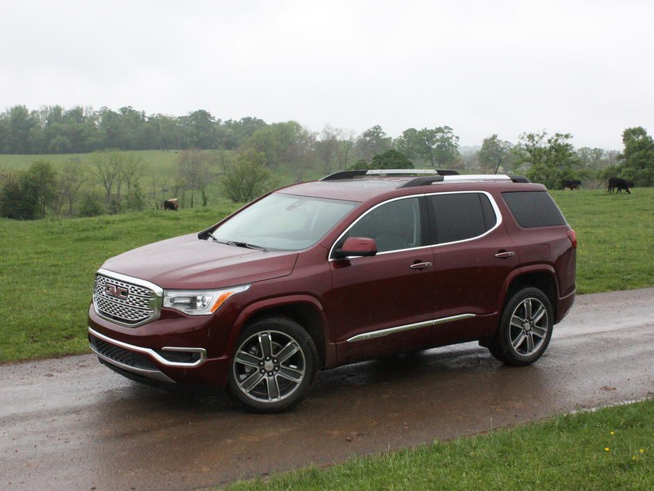 Gmc S Biggest Crossover Suv Shrinks Its Footprint To Grow Its Appeal Gmc Acadia 2017 Gmc Suv Gmc