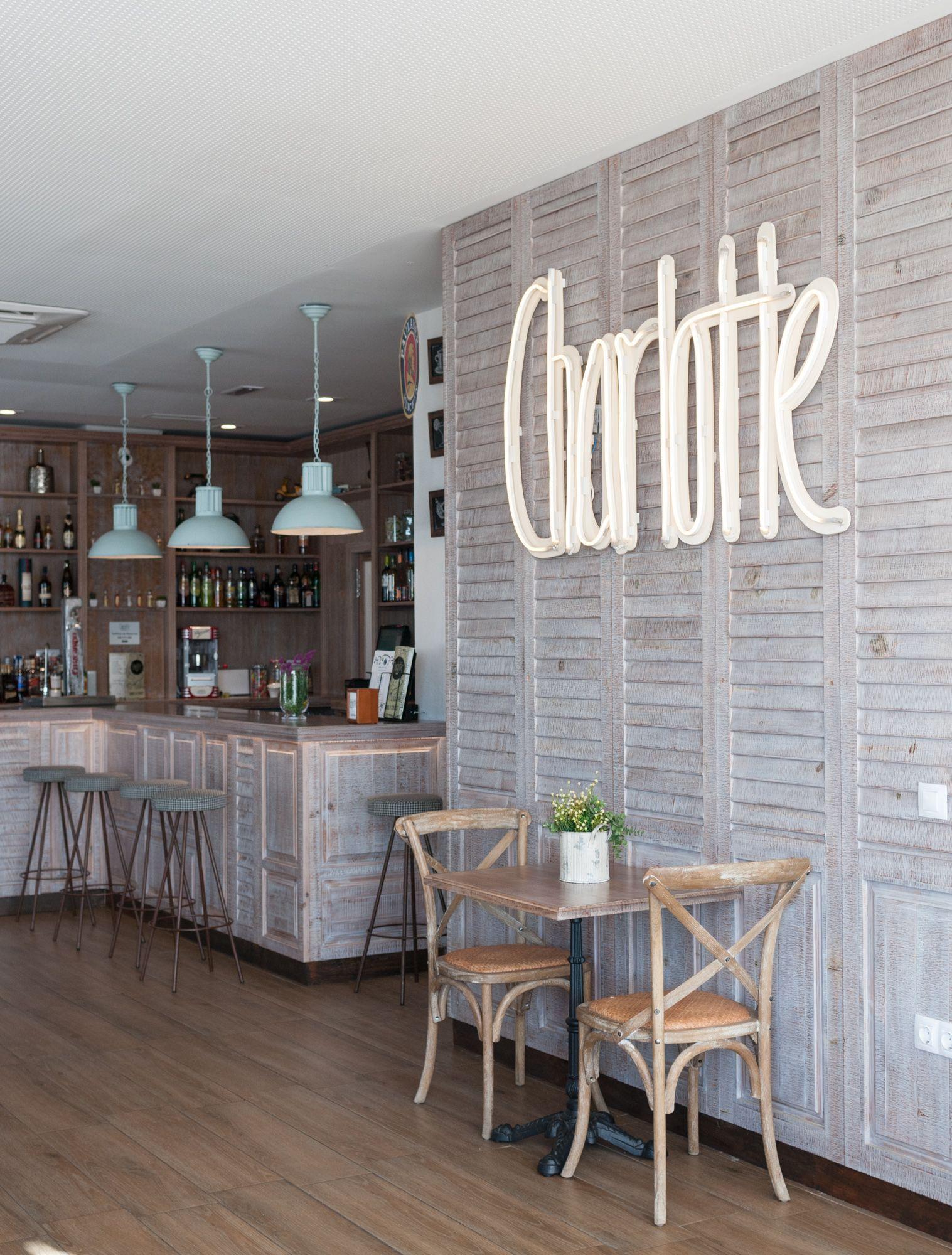 Charlotte coffee gastrobar gin san jos de la - Muebles decoracion sevilla ...