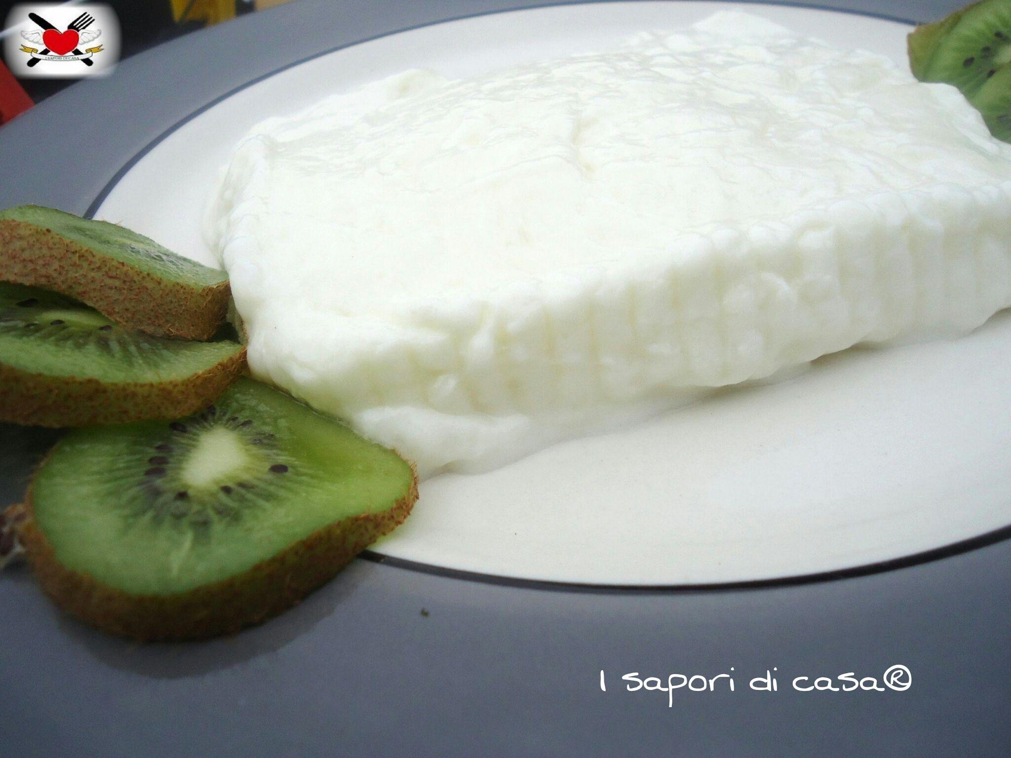 Stracchino fatto in casa - formaggio homemade | Salat und Torten