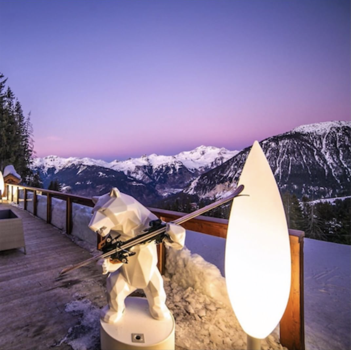 Sunset at Le Strato skiroom 🌄  #lestrato #strato #orlinski #richardorlinski #bear #Rossignolski #ski #skiroom #hotel #hotel5* #View #sunset #courchevel #amazingview #wintermood #bernardorcel