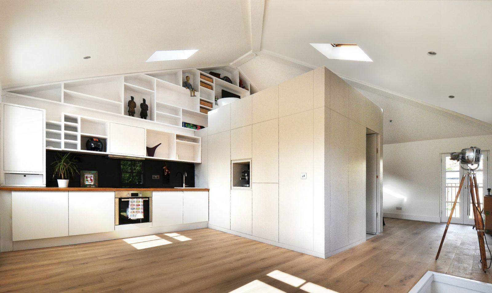Open witte keuken met houten werkblad loft orgellaan