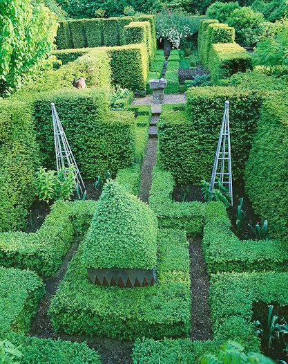 Ridler Garden Swansea Small Formal Contemporary Garden With A Touch Of Theatre Clive Nichols Boxwood Garden Beautiful Gardens Dream Garden