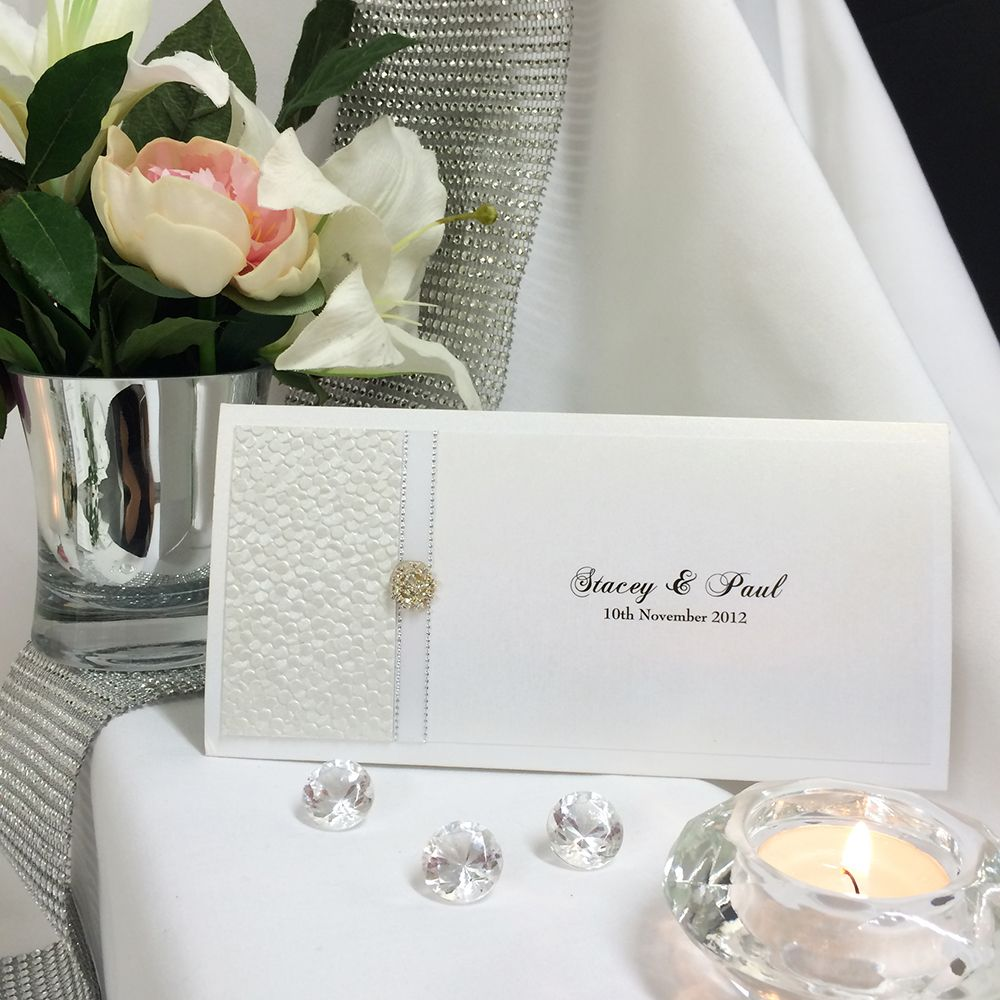 Grand Affair DL Pouch, the inside pouch allows you to include all your guest information, Acceptance card, information cards and wishing well cards are all covered. #whiteweddinginvite #whitewedding #whiteinspiration #weddinginspiration
