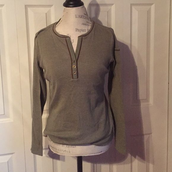 Pick your color! Ralph Lauren Jeans top Ralph Lauren Jeans long sleeve cotton top with sleeve pocket detail. Super cute and hardly worn! 2 colors available: olive green and navy blue. Both available! Ralph Lauren Jeans Tops Tees - Long Sleeve