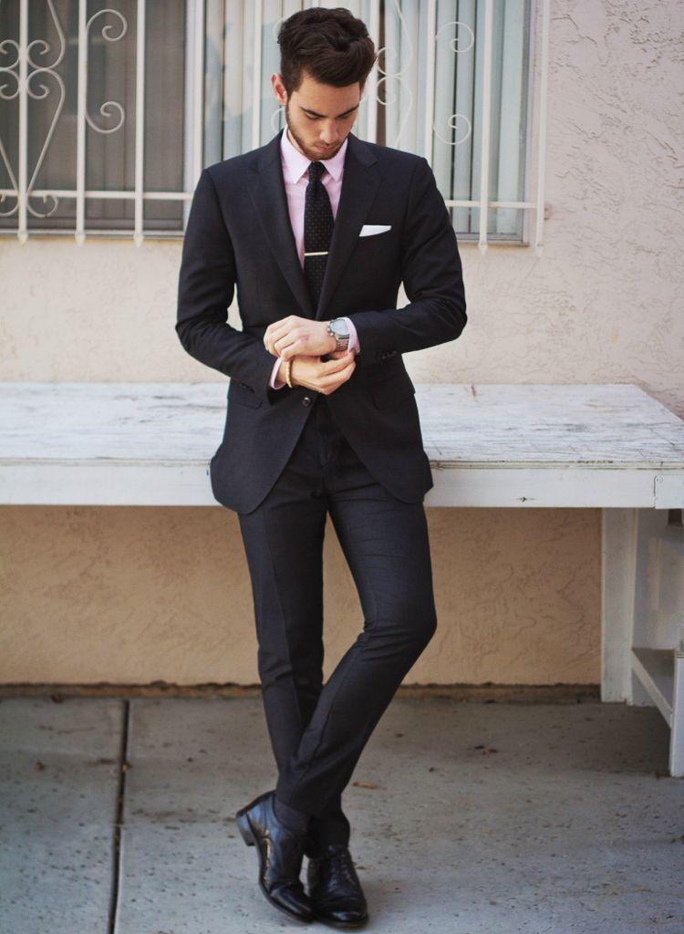 schwarzer anzug pinkes hemd schwraze krawatte #mode #fashion