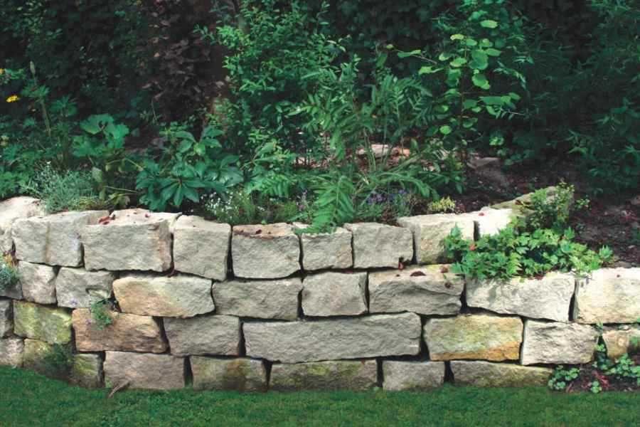 Naturstein Mauer Steinmauer Mauer Aus Naturstein Kalkstein Fotos Of Garten Steine Kaufen Steinmauer Garten Sichtschutz Garten Natursteinwand
