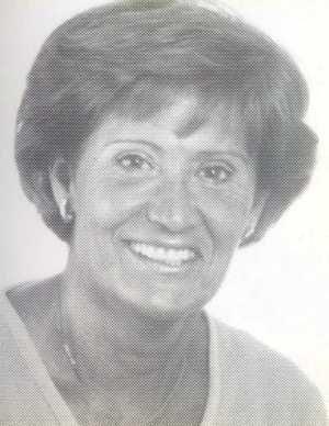 Carmen Meroto nace en Madrid el 21 de julio de 1938. Es Licenciada y Doctora en Medicina y Cirugía por la Universidad Complutense, de la que ha sido profesora Colaboradora. En 1973 es profesora Adjunta de Microbiología y Parasitología en la Universídad de Granada, de cuya Facultad de Medicina fué Vicedecana y Jefe de estudios.Esta casada con el también Catedrático y Académico D. Gonzalo Piédrola de Angulo y tiene tres hijos. Sus principales aficiones son la lectura y los viajes