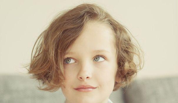 20 id es de coiffure pour enfant fille ou gar on. Black Bedroom Furniture Sets. Home Design Ideas