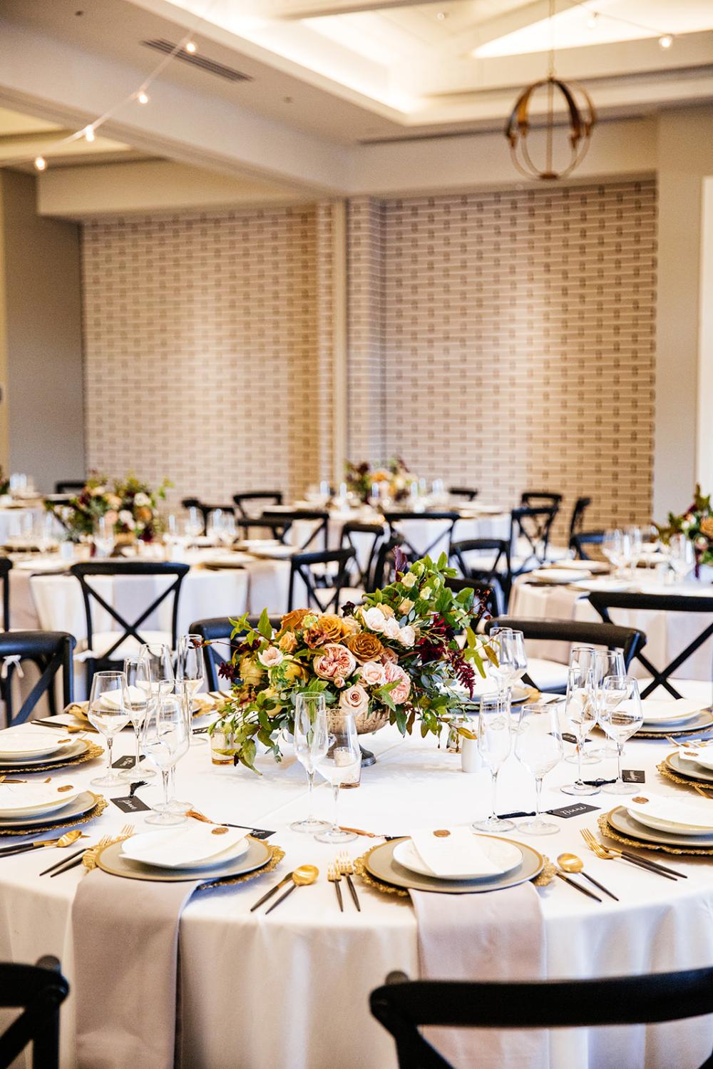 Lido House Pure Lavish Events Wedding Decor Wedding Details So Cal Wedding Orange County Wedding In 2020 Marble House Indoor Wedding Marble Tables Living Room