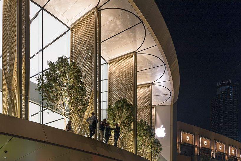 Apple Dubai Mall By Foster Partners Features Giant Installation Architecture Store Architecture Foster Partners