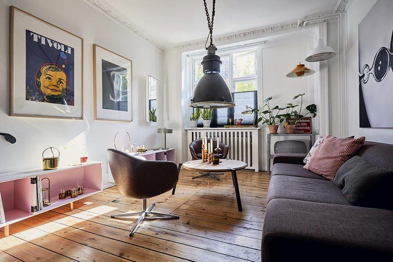 Ulrik Og Sonnen Bor Bare 42 Kvm Uden At Mangle Plads Ideer Boligindretning Stue Og Hjem