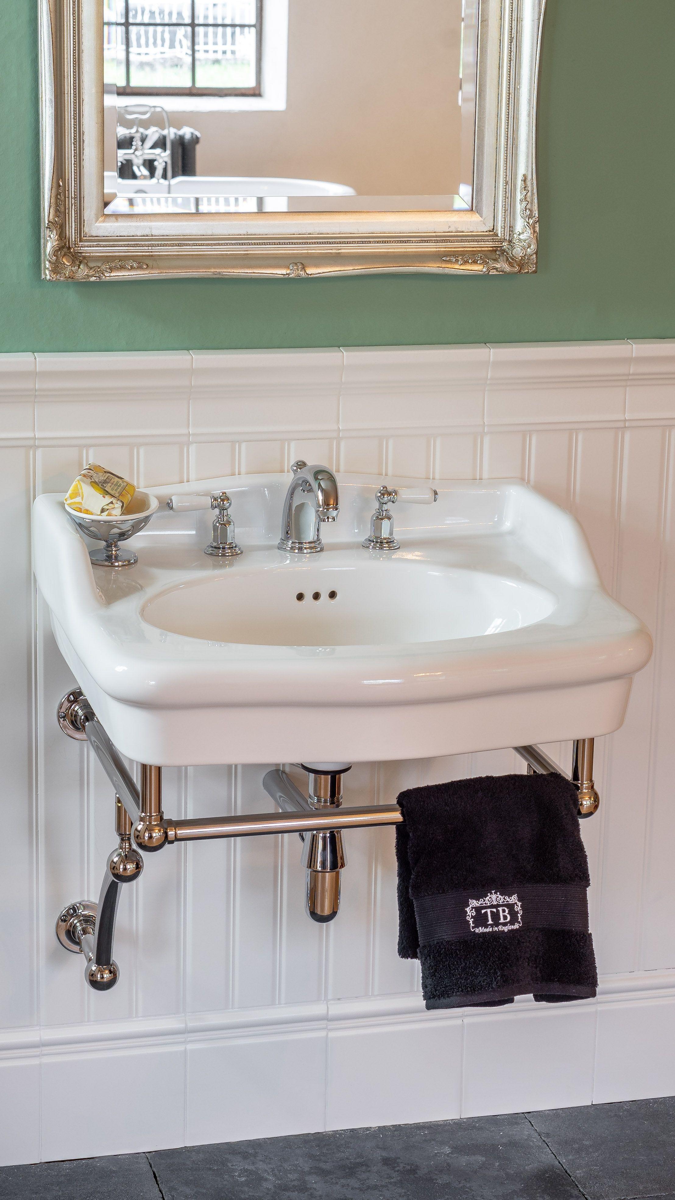 Dieser Waschtisch Im Klassischen Stil Verzaubert Mit Seiner