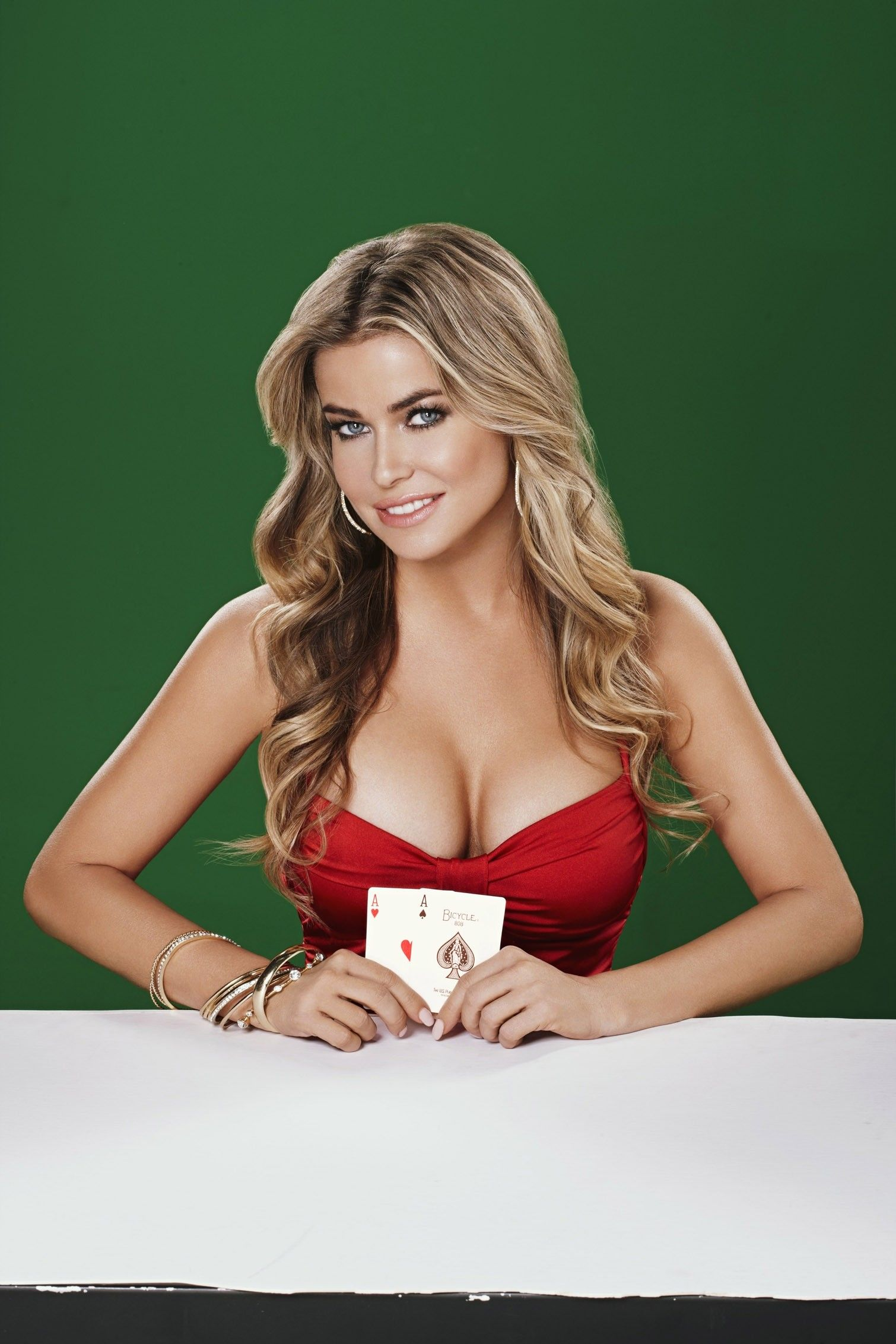 Carmen Electra  Playing Texas Hold Em Poker Game Ps -4784