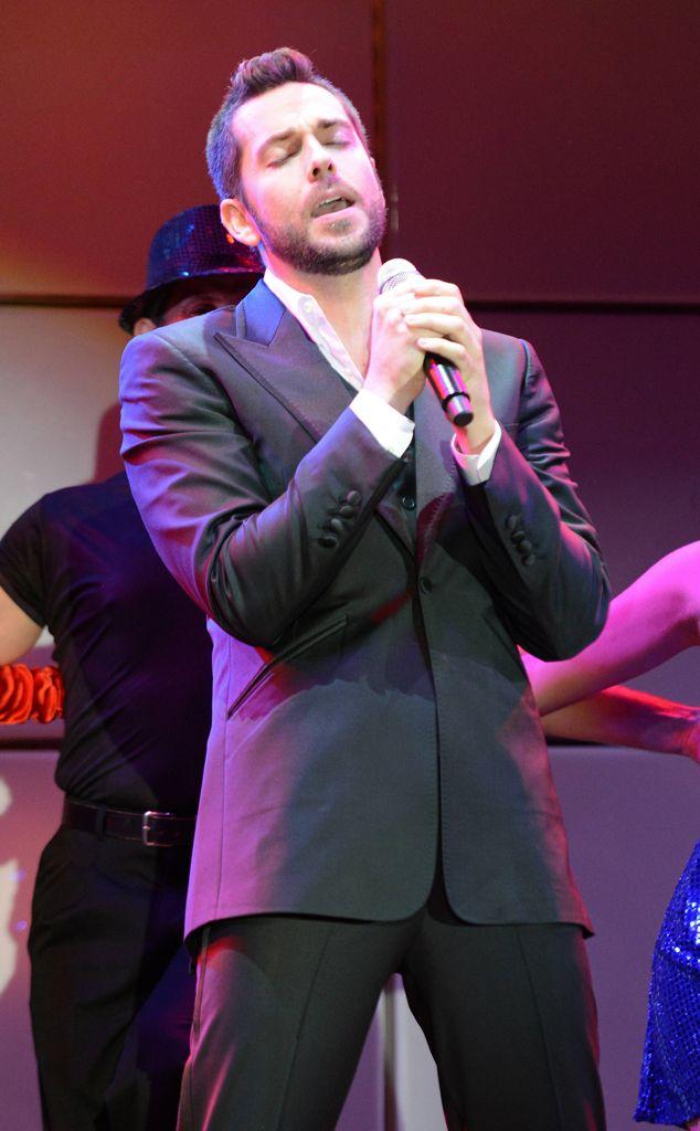 Zachary Levi...nice singing